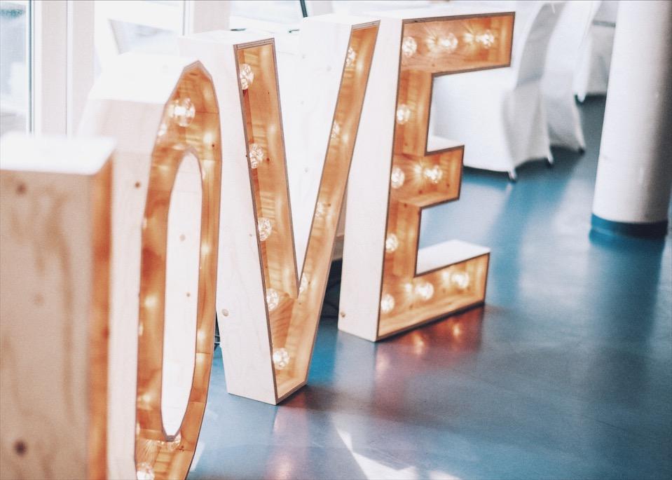 Hochzeitstrend 2019, Hochzeitsplanung, Dekoverleih NRW, Leuchtbuchstaben, Marqueelights, Love, Lichtbuchstaben